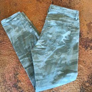 {LOFT} Camo Skinny Jeans. Size 2. Like new!